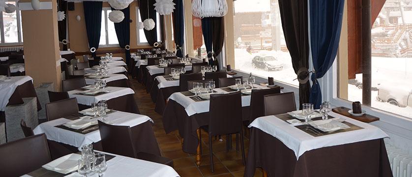 France_AlpedHuez_Hotel-Les-Grandes-Rousses_dining-room.jpg